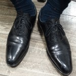 黒い革靴でオシャレ